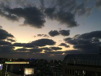 沖縄本島で初めて「みぞれ」が観測された寒さ一転、あす27日の最高気温は20度の予想です