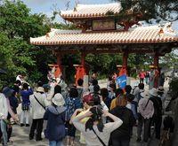 外国人観光客からの苦情  「虫よけシート絡み」なぜ多い? 沖縄