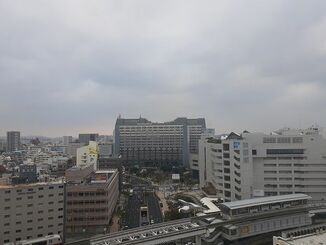 那覇市の上空=12日午後4時50分頃