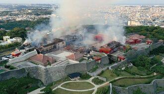 首里城の火災現場。正殿(中央)は焼け落ちている=10月31日午前7時すぎ、那覇市首里当蔵町(小型無人機で撮影)
