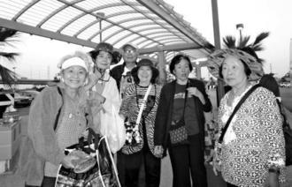 小旅行を楽しんだ県人会婦人部のメンバー。右端が山内繁子部長
