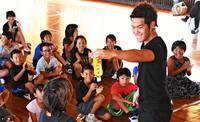 「自分の夢で人を笑顔にしたい!」児童ら、MASAさんに刺激 本部・上本部小で公演