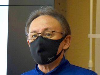 県内の東京五輪聖火リレーについて、本島内の公道は使用しないと説明する玉城デニー知事=16日、県庁