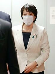 自民党の二階幹事長との面会を終え、引き揚げる高市前総務相=28日午後、東京・永田町の党本部