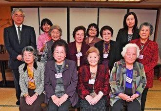 沖縄戦と平和の尊さを語り継いできた青春を語る会のメンバーら=26日午後、那覇市牧志・ホテル山の内