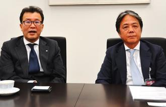 ビール類のシェア回復に取り組むと説明した前川社長(左)と富岡マネージングディレクター=31日、東京都千代田区大手町
