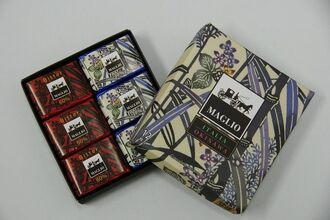 JTAやRACなどで販売する伊江島黒糖を使ったイタリアのチョコレート工房「マーリオ」のチョコレート=16日、那覇市