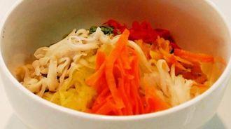 最優秀賞に輝いた7品目のシリシリ野菜の玄米ビビンバ丼=3日、那覇市・沖縄ガス本社