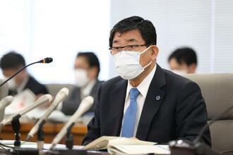 岐阜県の新型コロナウイルス感染症対策本部会議で発言する古田肇知事=10日午後、岐阜県庁