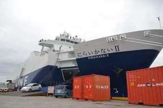 関係者に披露された琉球海運の新造貨物船「にらいかないⅡ」=13日、那覇新港