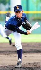 守備練習で、ボール代わりにタオルを振る宮里匡輝=鳴尾浜臨海公園球場