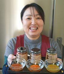 規格外野菜を使って「831ジャム」を開発した大城清美さん=1月25日、南風原町
