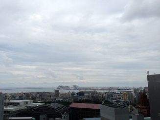 沖縄本島地方では8日昼過ぎから波が高まる見込み