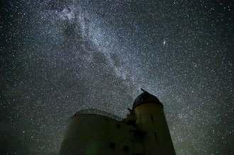 西表石垣国立公園内の夜空を彩る満天の星=2015年10月、竹富町波照間島(星空ツーリズム提供)