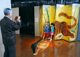「ふしぎの迷宮!トリックアート展」豊見城市の沖縄アウトレットモールあしびなーで開催中です。