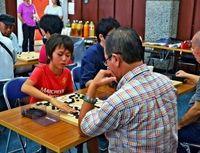 囲碁3段以下世代超え競う 那覇で初の大会