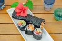 沖縄定番料理・ポーク卵が「寿司ブリトー」に進化! カメズキッチン、瀬長島で発売
