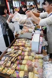 沖縄の宝物創造、成果がタイムスビルに集結 「グランマルシェ」開幕