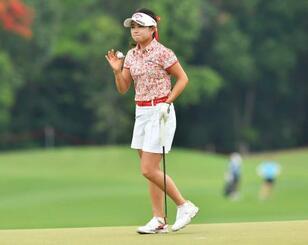 米女子ゴルフのホンダLPGA最終日、18番グリーンでの河本結=9日、パタヤ(AP=共同)