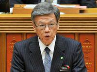 翁長知事、富川次期副知事に期待「豊富な専門的知識や経験を生かして」県議会代表質問