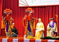舞台に旗頭など12演目披露 五穀豊穣願うやんばるの「豊年祭」が集う
