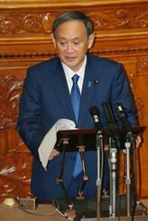 参院本会議の代表質問で答弁する菅首相=29日午前