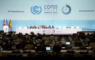 COP25の全体会合=15日、マドリード(気候変動枠組み条約事務局提供・共同)
