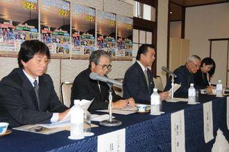 大会をPRし参加を呼び掛ける実行委員長の古謝景春南城市長(左から3人目)=4日、南城市・ユインチホテル南城
