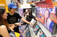 「節約して安室さんにかけたい」 最後のツアーDVD求め、沖縄のレコード店にも大勢のファン