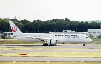 日本航空のボーイング787=成田空港