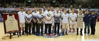 球団は、チーム創設以来の功労者に対して、最大の敬意と感謝を表した(photo by Junya Nashiro)