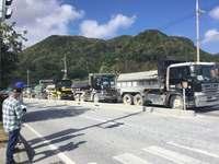 辺野古:土砂投入の作業続く 桟橋にはダンプ300台以上