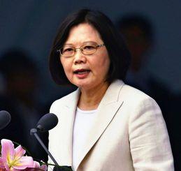 就任演説で「新南向政策」の推進を表明した蔡英文新総統=2016年5月、台北の総統府前