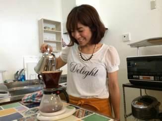 サポーターの林 優美さん(ガールズスクエアCafeオーナー)自らこだわりのお豆を選び一杯一杯心を込めて珈琲をお入れしています