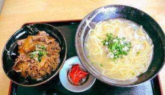 自家製麺が味わえる鶏そばと牛丼のセット(950円)
