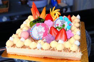 一番人気のニューヨークチーズケーキ。贈る相手のイメージに合わせ完成させる(写真は7号サイズ)