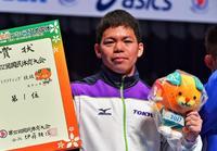 糸数陽一選手、国体3連覇 重量挙げ69キロ級