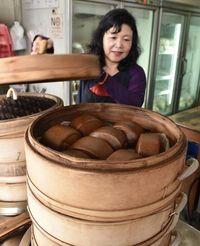 優しい甘さと香りが人気 台湾の「沖縄饅頭」、沖縄産黒糖使ってます