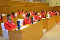 沖縄市議会が広島カープの「赤」で染まった 議長「まぶしい」 クライマックス・シリーズ応援