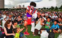 勇壮な演舞「沖縄の伝統感じる」 青年ふるさとエイサー祭り