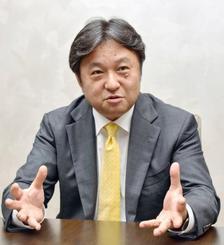 インタビューに応じる三菱重工業の石塚隆志常務執行役員