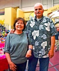 「沖縄はギリシャとよく似ているので大好き」と語るデニスさんと澄子さん夫妻