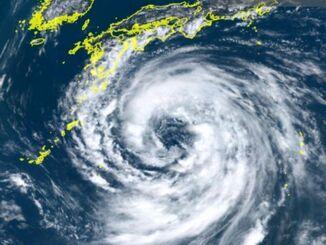 8月13日午後12時20分現在の台風10号の雲の様子(情報通信研究機構「ひまわりリアルタイムWeb」より)