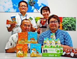 台湾森永製菓が県産食材を使って開発した商品をPRする金城課長(前列左)ら=日、那覇市・県物産公社