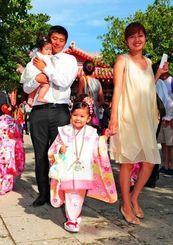 おめかしした子どもたちでにぎわった七五三祭=15日、波上宮(松田興平撮影)
