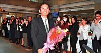 「ただいま」 浦添市長再選の松本哲治さん、2日ぶり登庁