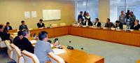米軍ヘリ不時着で抗議決議 沖縄県議会、全会一致で決議へ 19日可決見通し