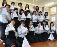 この想い熊本に届け!願いかなえて! 八重山農林高生が復興祈り灯籠作成