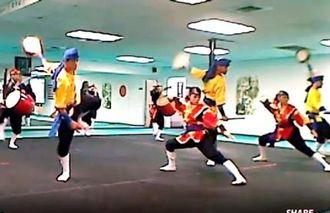 ダイナミックな演舞を披露したテキサス琉球国祭り太鼓のメンバー