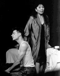 娼婦と脱走米兵の恋を描いた「嘉間良心中」。吉田妙子さんの体当たりの演技が話題を呼んだ=1990年7月、那覇市の沖縄ジァンジァン